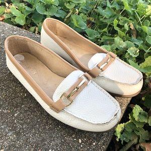 Aerosoles White Tan Loafers Women's size 7